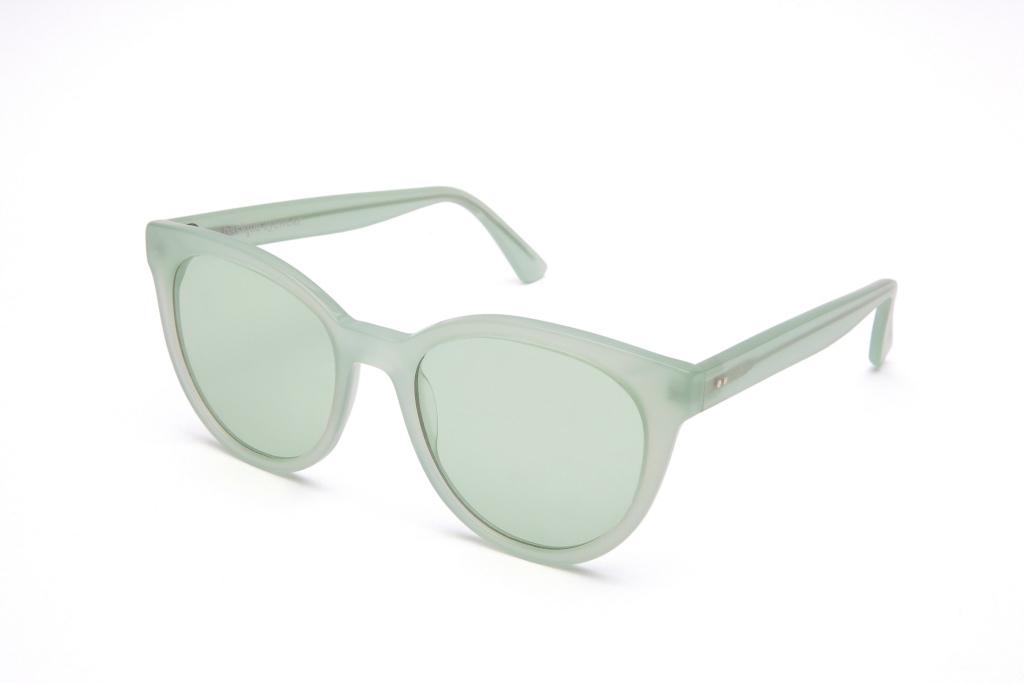 Gafas dGafas de sol de colores 6/18 by basique eyewear -Óptica Gran Vía Barcelonae sol de colores 6/18 by basique eyewear -Óptica Gran Vía Barcelona