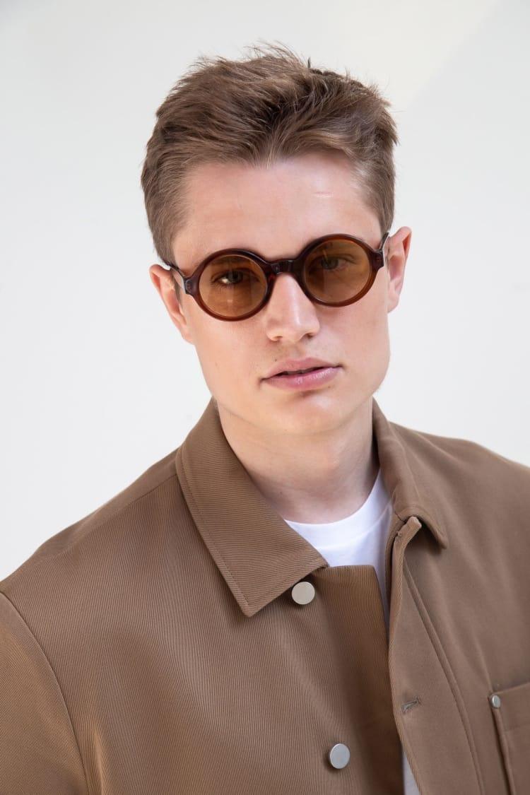 Gafas de sol de colores 6/18 by basique eyewear-Óptica Gran Vía Barcelona